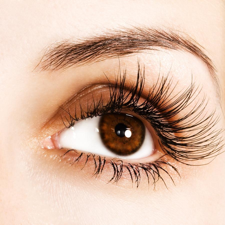 Темно-карий оттенок глаз.