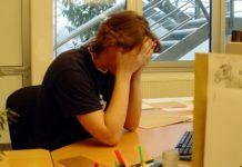 ежедневная работа за компьютером является одной из причин усталости глаз