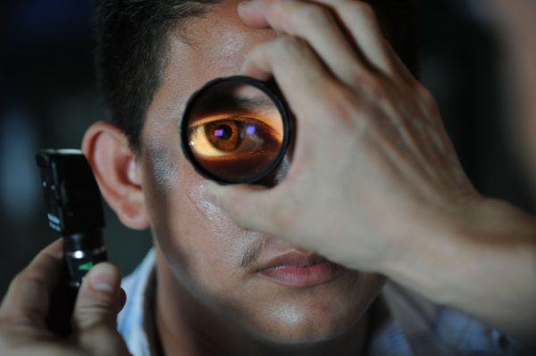 обследование глазного яблока