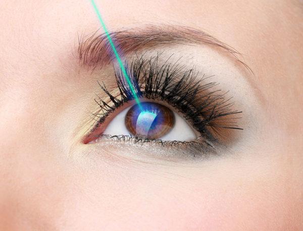 Воздействие лучом на глаз.